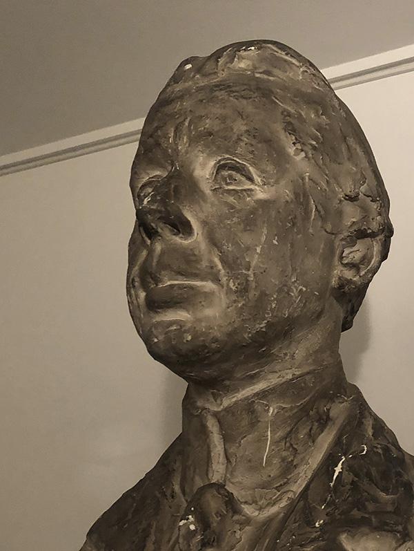 Ole Haslund buste af Ludvig Brandstrup